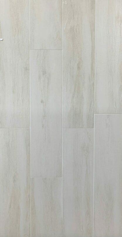 Wood like prcelain Forever Arce mimicking Light Maple Style Hardwood floors