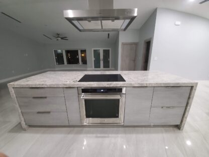 light grey large-format-tile-lithium-pearl-installed-in-an-open-kitchen-concept picture 2